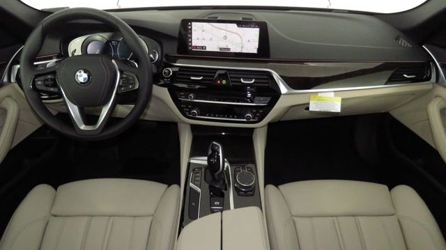 2019 BMW 5 Series COURTESY VEHICLE  - 18742974 - 12