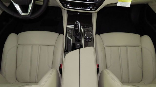 2019 BMW 5 Series COURTESY VEHICLE  - 18742974 - 16