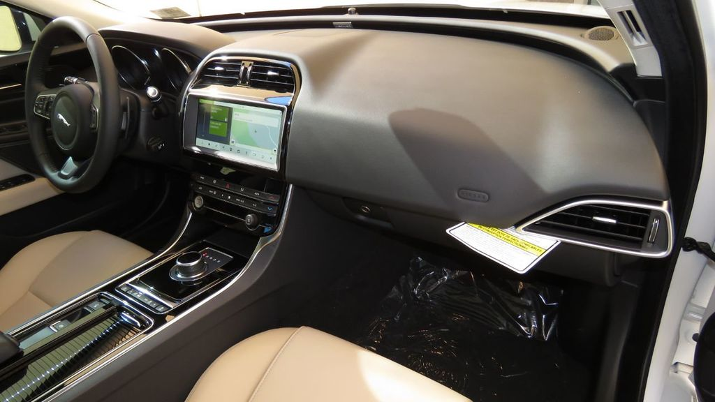2019 Jaguar XE 25t Premium RWD - 18893539 - 19