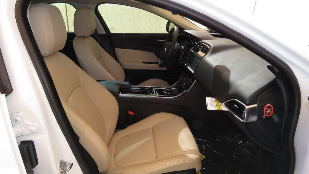 2019 Jaguar XE 25t Premium RWD - 18893539 - 22