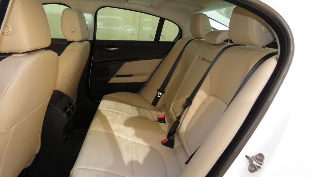 2019 Jaguar XE 25t Premium RWD - 18893539 - 23