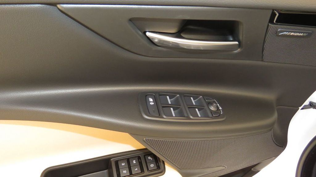 2019 Jaguar XE 25t Premium RWD - 18893539 - 25