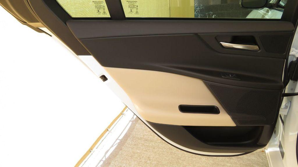 2019 Jaguar XE 25t Premium RWD - 18893539 - 28