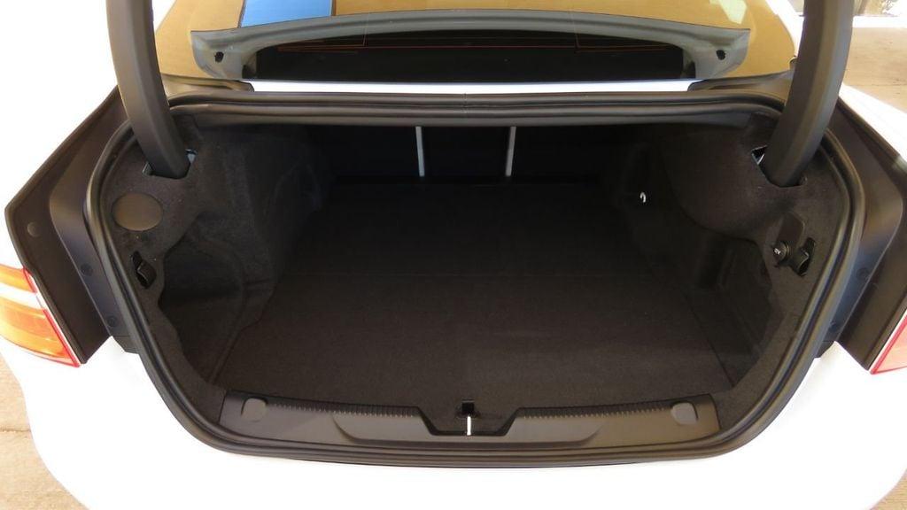 2019 Jaguar XE 25t Premium RWD - 18893539 - 30