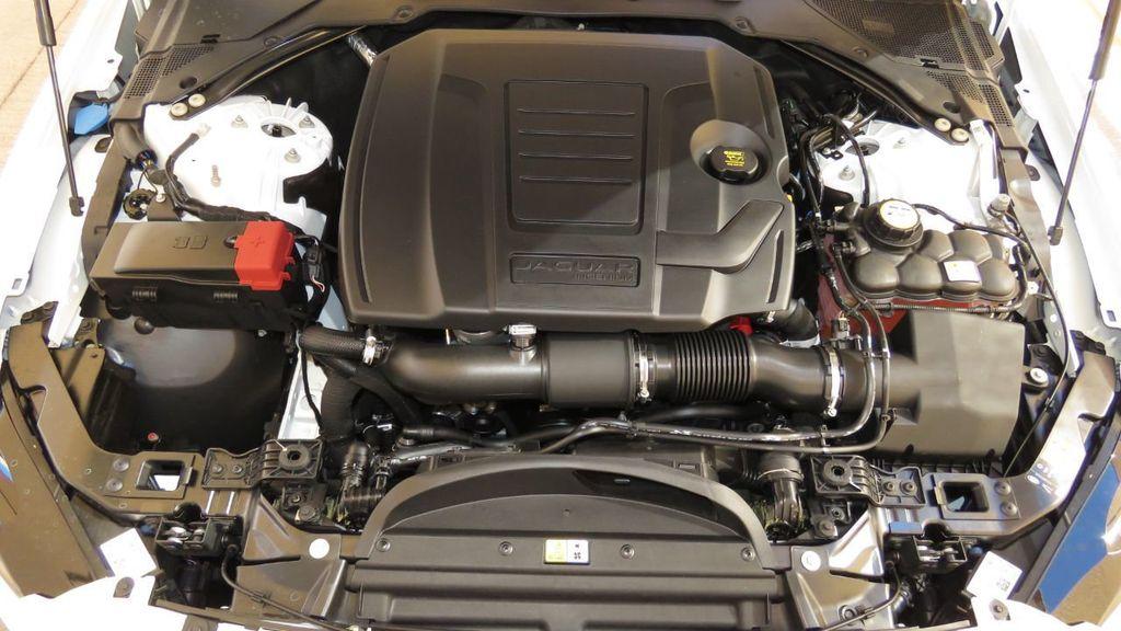 2019 Jaguar XE 25t Premium RWD - 18893539 - 31