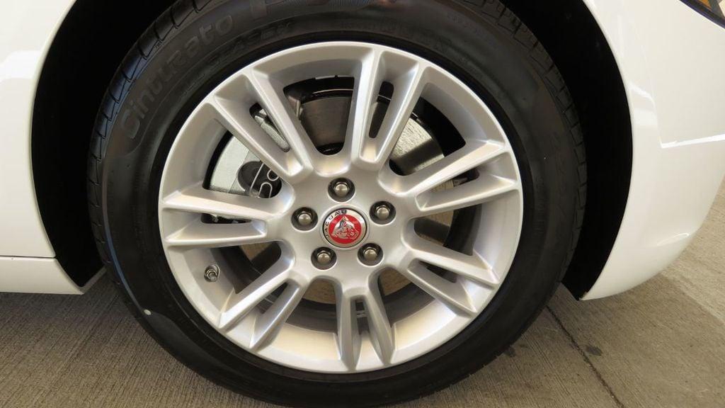 2019 Jaguar XE 25t Premium RWD - 18893539 - 36