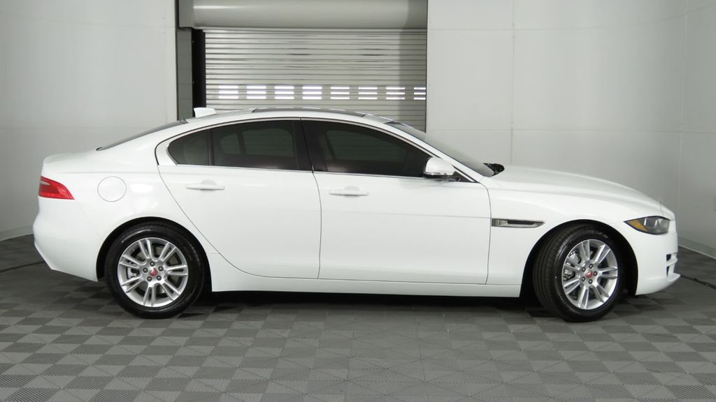2019 Jaguar XE 25t Premium RWD - 18893539 - 4