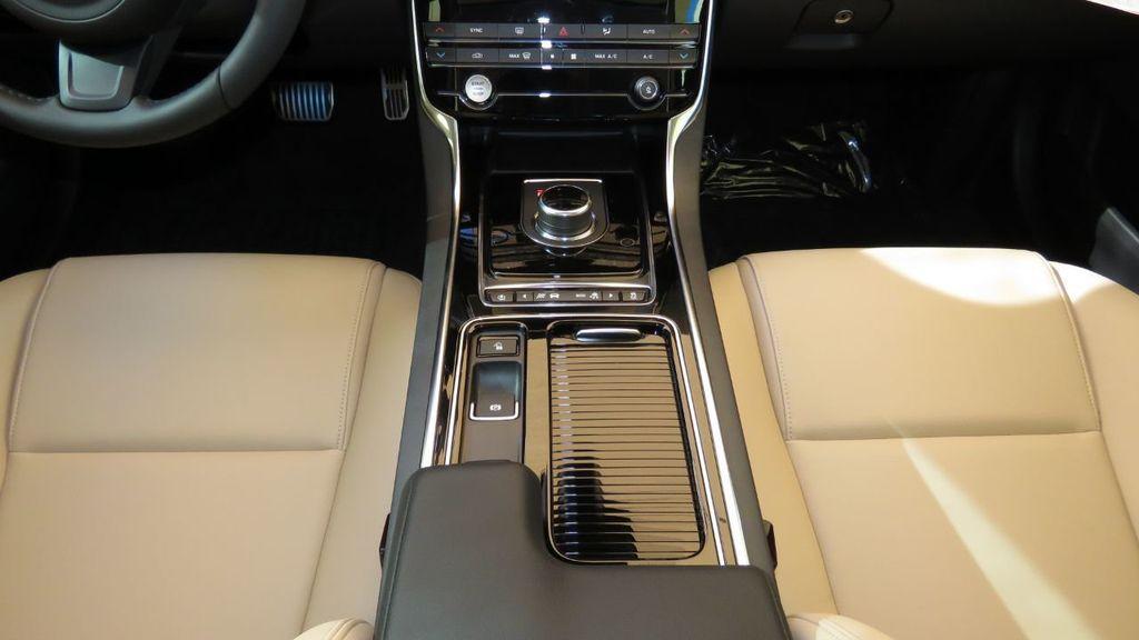 2019 Jaguar XE COURTESY VEHICLE  - 18893539 - 17