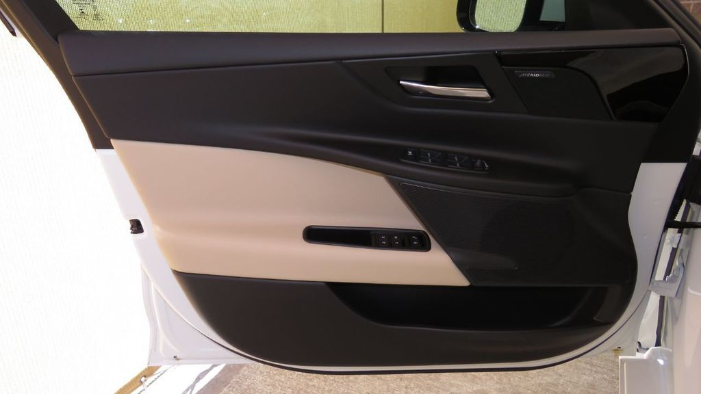 2019 Jaguar XE COURTESY VEHICLE  - 18893539 - 26