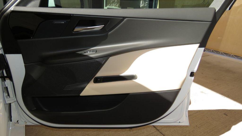 2019 Jaguar XE COURTESY VEHICLE  - 18893539 - 27