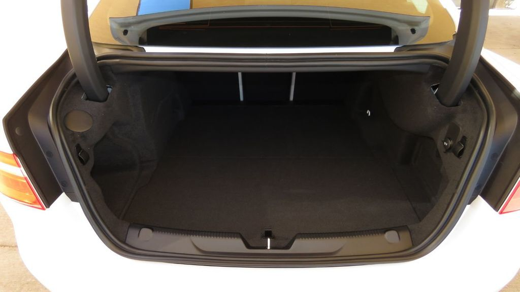 2019 Jaguar XE COURTESY VEHICLE  - 18893539 - 30