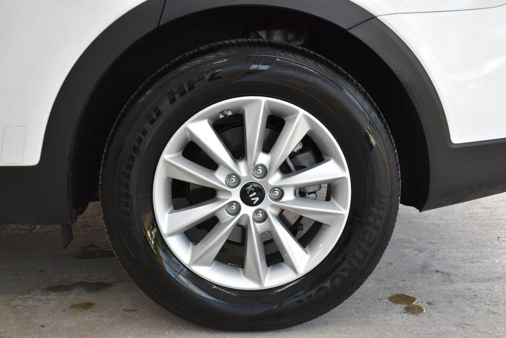 2019 Kia Sorento LX V6 FWD - 18716097 - 17
