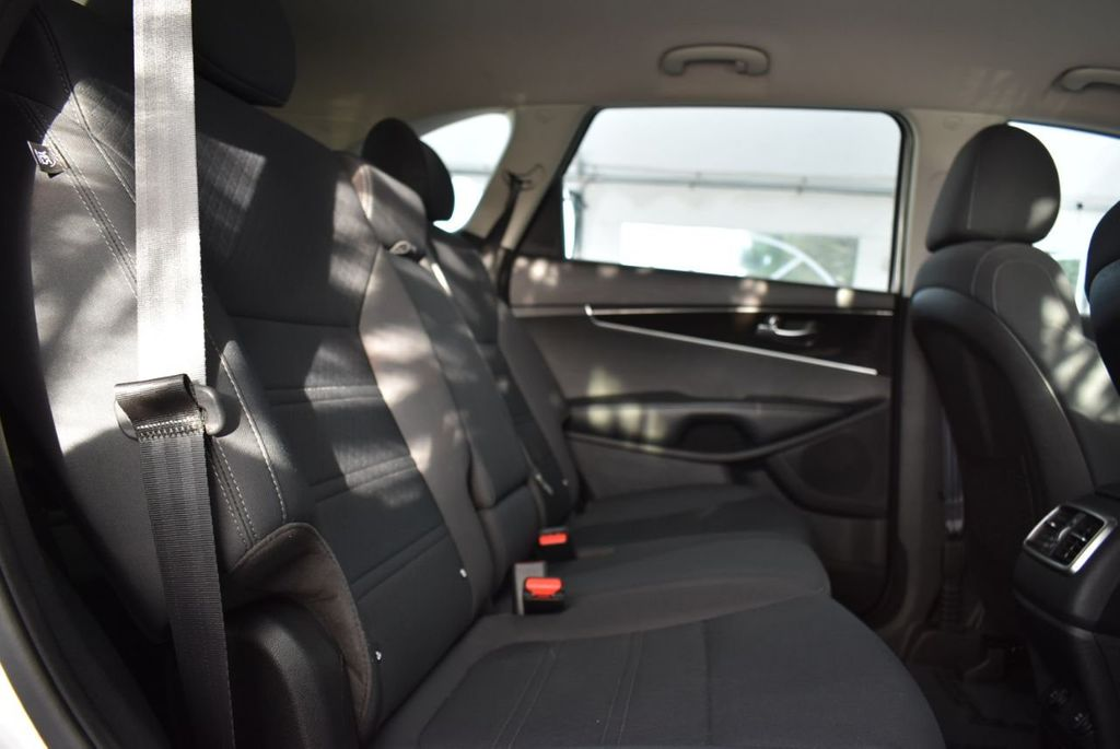 2019 Kia Sorento LX V6 FWD - 18716097 - 8