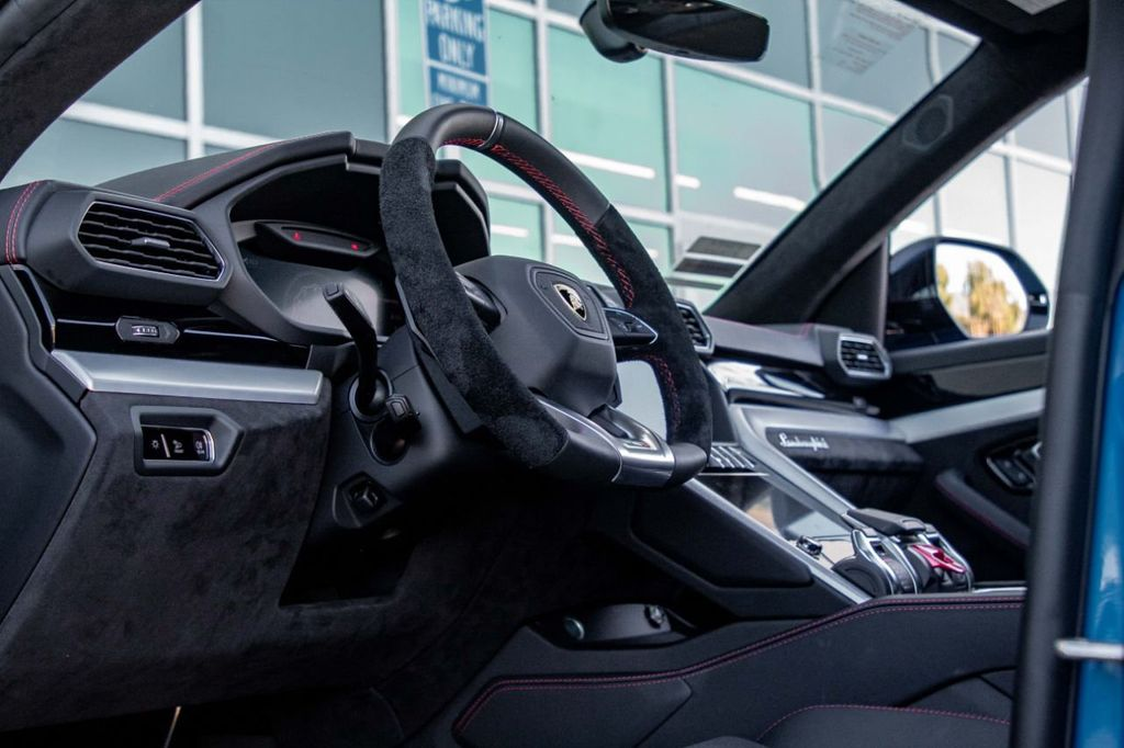 2019 Lamborghini Urus AWD - 18713105 - 38