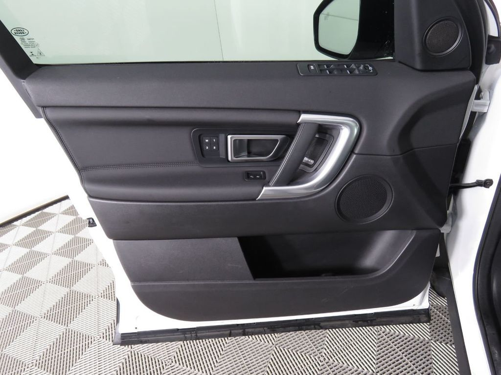 2019 Land Rover Discovery Sport COURTESY VEHICLE - 18903770 - 23