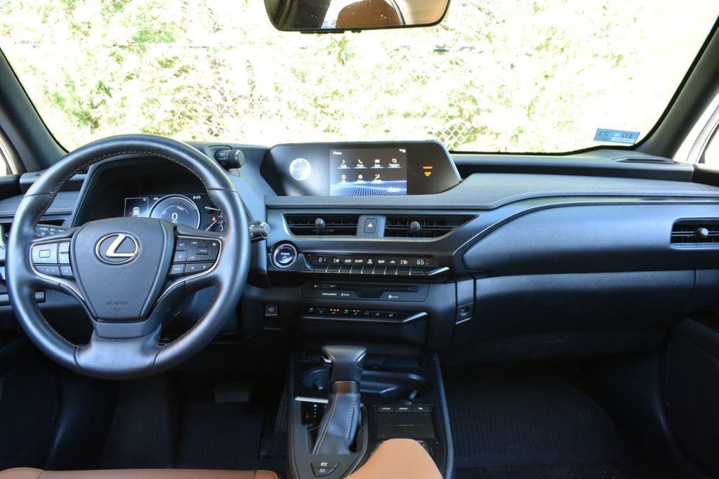 2019 Lexus UX UX 250h AWD - 18642754 - 3