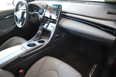 2019 Toyota Avalon XSE Sedan - Click to see full-size photo viewer
