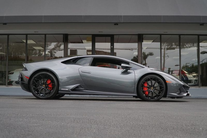 2020 Lamborghini Huracan EVO Coupe - Click to see full-size photo viewer